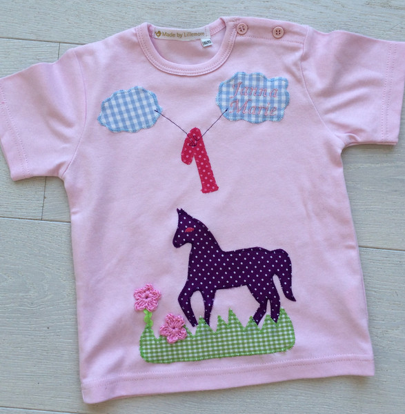 Kleinesbild - handgefertigtes Geburtstagsshirt mit Zahl, Pferd und Namen