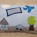 Kleinesbild - handgefertigtes Kissen mit Namen und Flugzeug zur Geburt oder Taufe