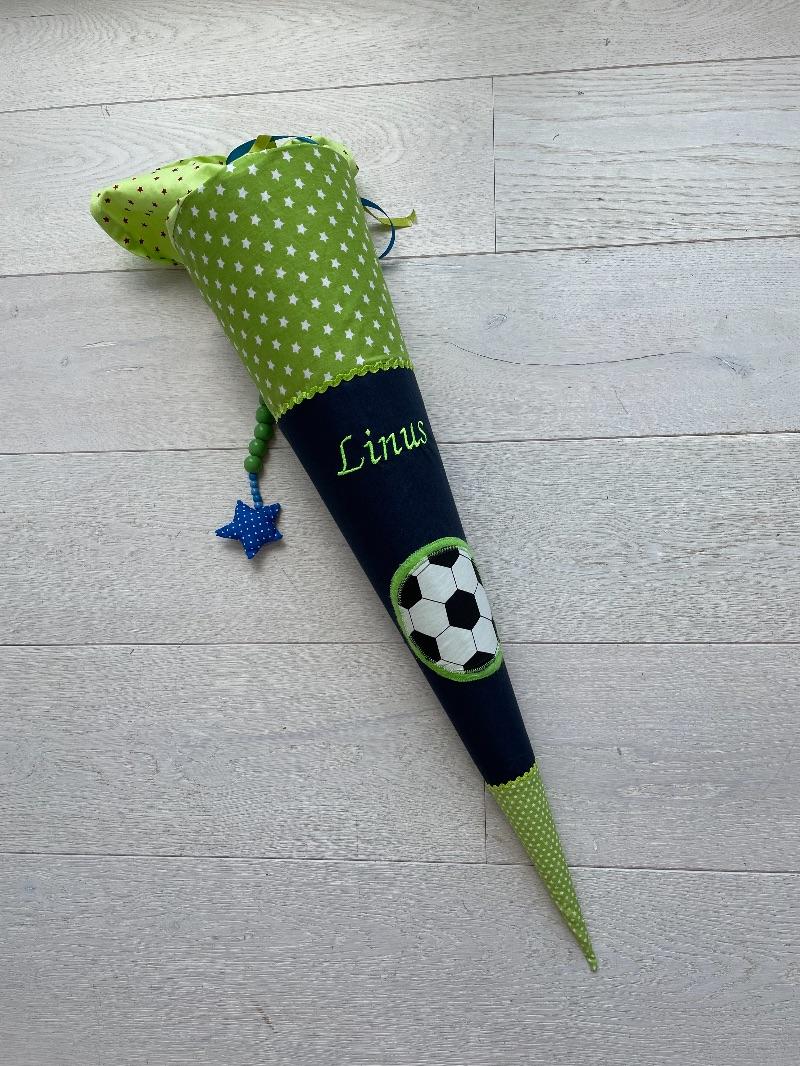 Kleinesbild - Handgefertigte Schultüte mit Wunschnamen und Fußball