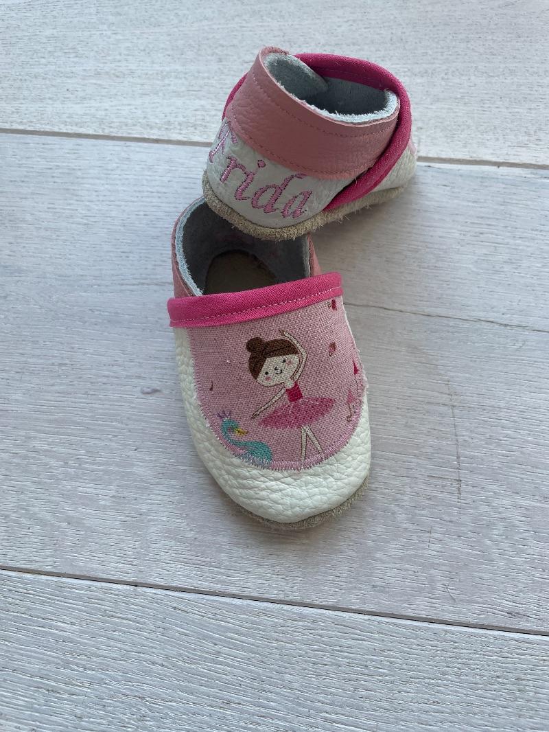 Kleinesbild - Handgefertigte Krabbelschuhe mit Namen und Ballerina