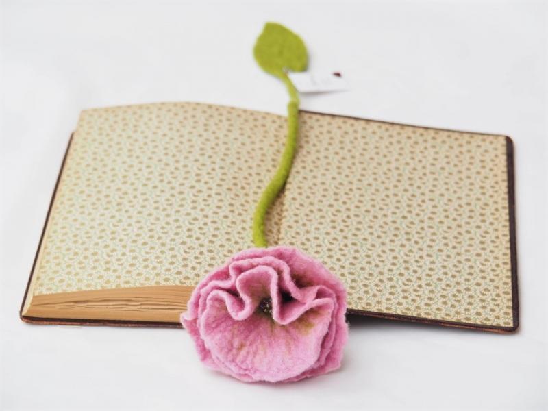 - Handgefertigtes Blütenlesezeichen aus 100 % Wolle   - Handgefertigtes Blütenlesezeichen aus 100 % Wolle