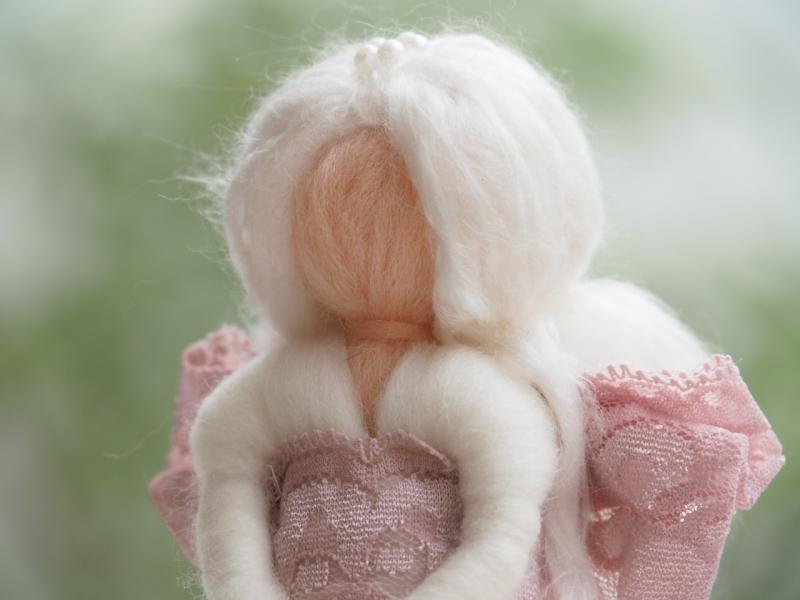 Kleinesbild - Dekoengelchen * Handgearbeitet * 100 % Wolle * Weiß * Edles Spitzenband * Stehend