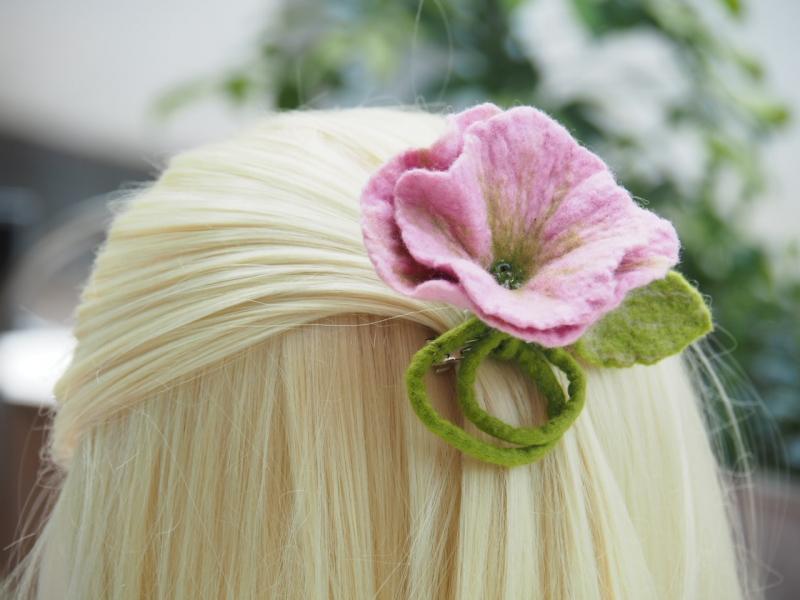 Kleinesbild - *Bezaubernde Blüte *Haarschmuck*in Rosa* aus feiner Wolle*handgefertigt*