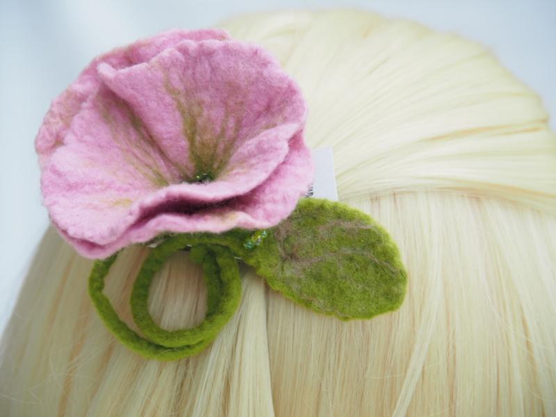- *Bezaubernde Blüte *Haarschmuck*in Rosa* aus feiner Wolle*handgefertigt*   - *Bezaubernde Blüte *Haarschmuck*in Rosa* aus feiner Wolle*handgefertigt*