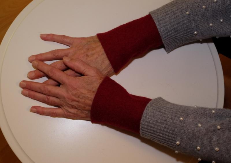 Kleinesbild - Armstulpen Handstulpen weinrot Wollwalk Pulswärmer