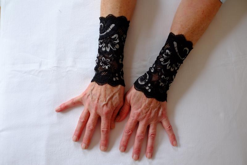 - Armstulpen Spitze schwarz-silber  sehr elegant - Armstulpen Spitze schwarz-silber  sehr elegant