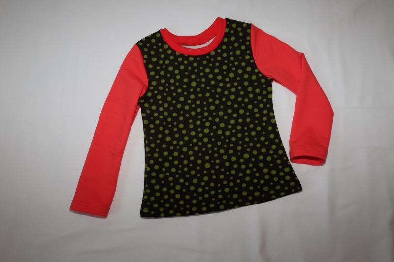 - Sweatshirt Gr. 110/116 braun mit grünen Punkten roten Ärmeln - Sweatshirt Gr. 110/116 braun mit grünen Punkten roten Ärmeln