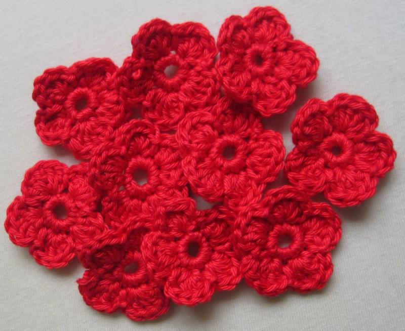 - 5 Häkelblumen einfarbig, ca. 3,5 cm - 5 Häkelblumen einfarbig, ca. 3,5 cm