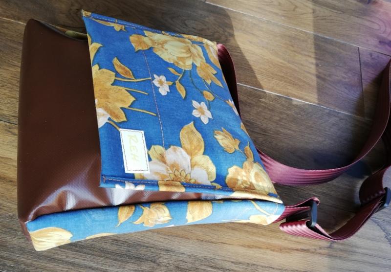 Kleinesbild - Taschen aus Luftmatratze und LKW Plane mit Blumenmuster aus dem letzten Jahrtausend, jede REH. Tasche ist ein Unikat! (Kopie id: 100137955) (Kopie id: 100138026)