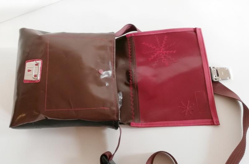 Kleinesbild - Tasche aus Plane und Leder mit wundervollen Applikationen, ein cooler Hingucker und natürlich ein UNIKAT!