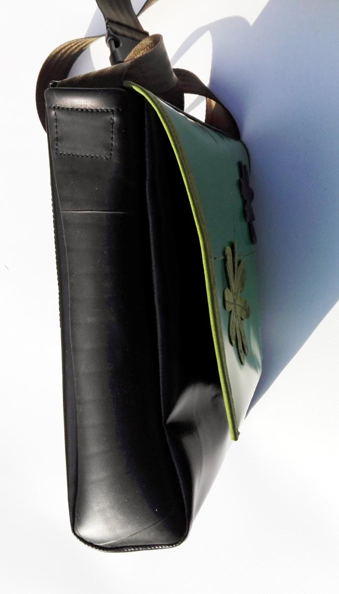 Kleinesbild - Tasche aus Plane und Leder mit wundervollen Applikationen, ein cooler Hingucker und natürlich ein UNIKAT! (Kopie id: 100138548)