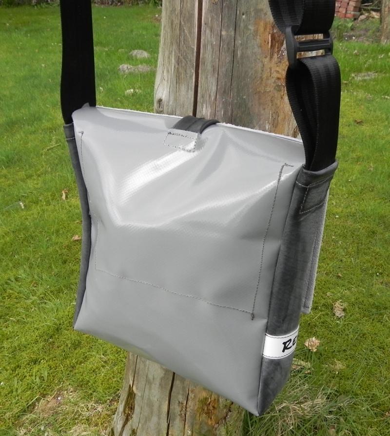 Kleinesbild - Tasche aus Plane und Leder mit kleiner Applikation, ein cooler Hingucker und natürlich ein UNIKAT! (Kopie id: 100138548) (Kopie id: 100138552)