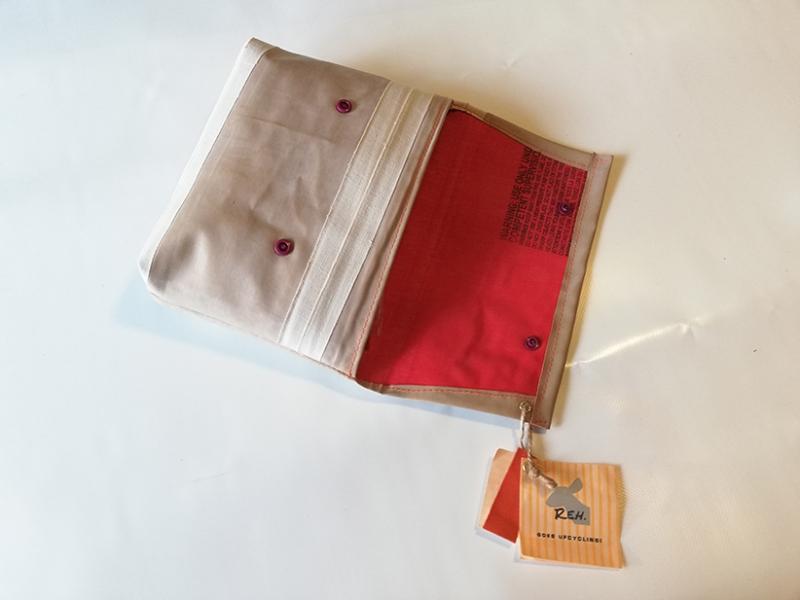 Kleinesbild - Tasche aus Luftmatratze, 70er Jahre, Unikat, Clutch, Kulturtasche, Druckknöpfe, Gummiboot, Recycling, Klimaschutz, Upcycling (Kopie id: 100216231)