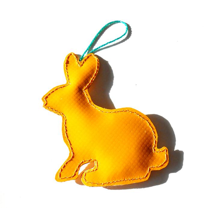 Kleinesbild - Toller Hase Aufhänger aus LKW Plane für drinnen und draußen, Garten, Baum, Ostern, Häschen, Kaninchen, bunt