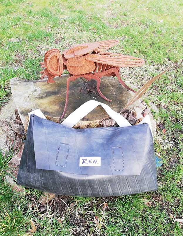 Kleinesbild - Umhängetaschen aus Treckerschlauch, Gummi, Upcycling, Traktor, Landwirt, Trecker, echt cool (Kopie id: 100219028) (Kopie id: 100219029)