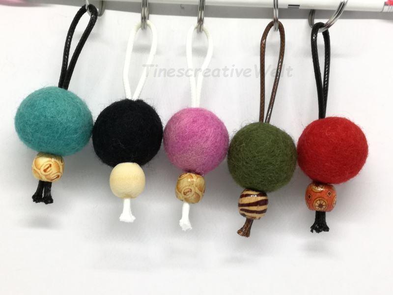 Kleinesbild - Schlüsselanhänger, Taschenanhänger, Filzperlen, Filzkugeln, Holzperlen, Holz, Wechselanhänger, Handschmeichler, Männer, XL Schlüsselanhänger