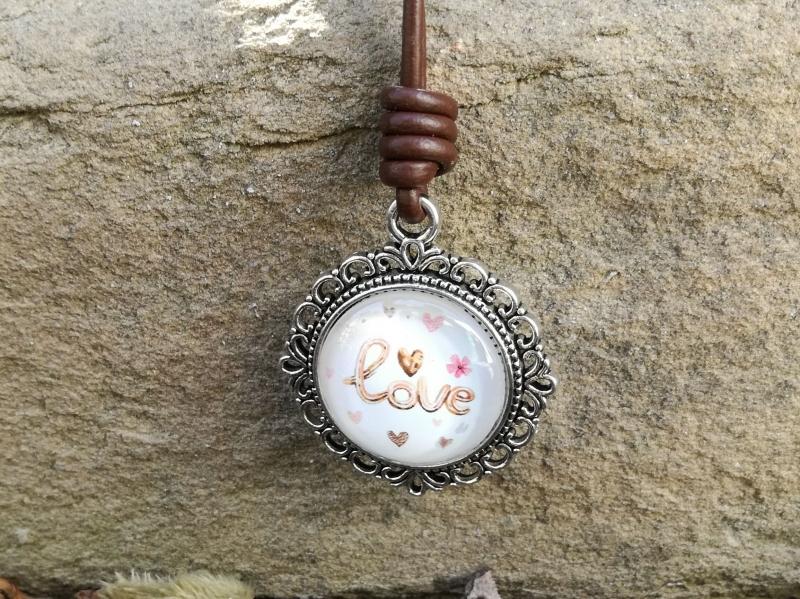 Kleinesbild - Lederkette mit Glascabochon, Love, lange Kette, Geschenk für Frauen