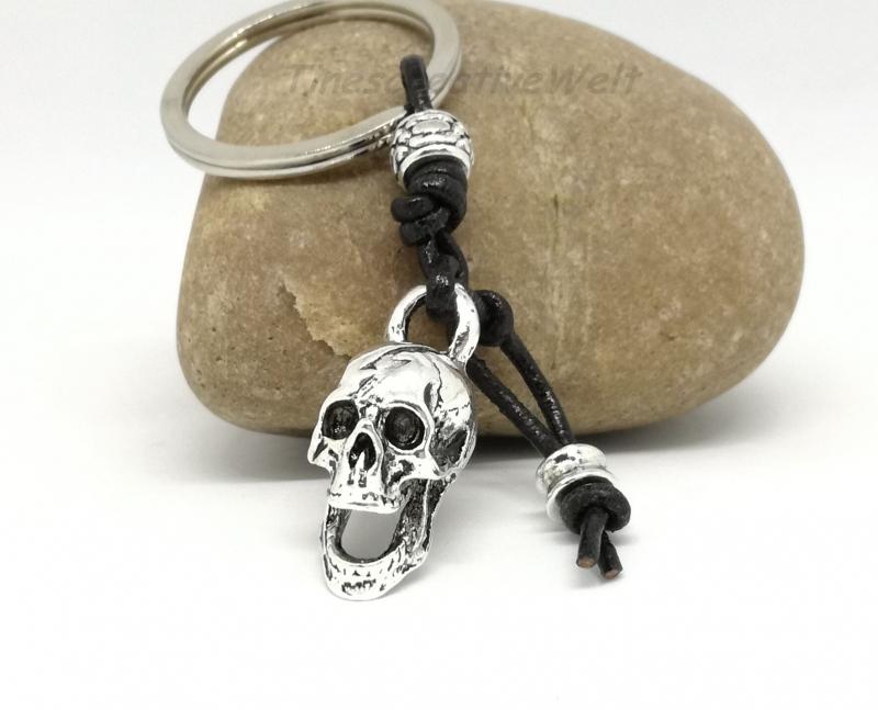 Kleinesbild - Schlüsselanhänger, Schädel, Skull, Echtleder, Geschenk für Männer
