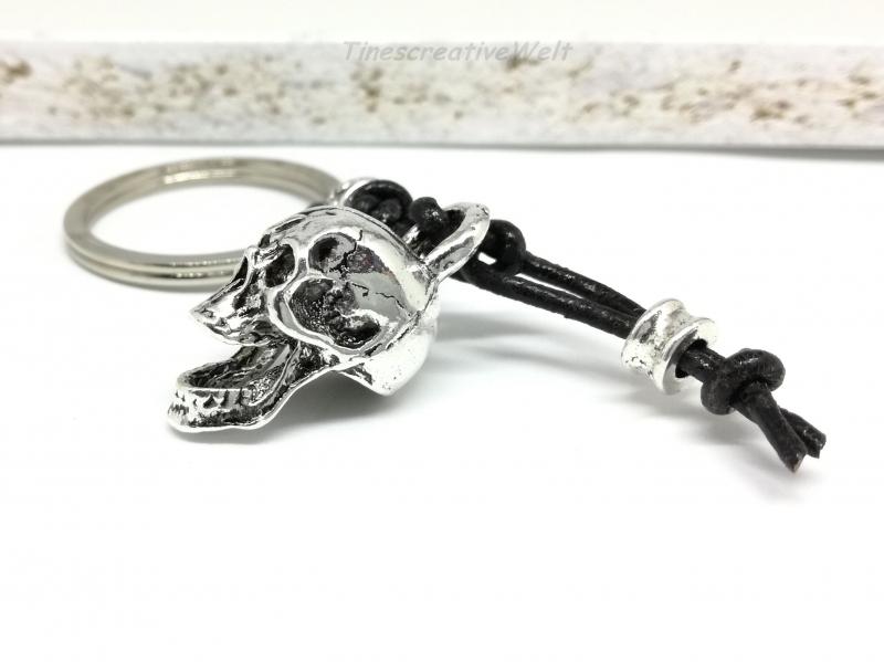 - Schlüsselanhänger, Schädel, Skull, Echtleder, Geschenk für Männer - Schlüsselanhänger, Schädel, Skull, Echtleder, Geschenk für Männer