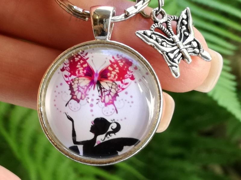 - Schlüsselanhänger, Taschenanhänger, Glascabochon, Elfe, Fee, Geschenk für Frauen - Schlüsselanhänger, Taschenanhänger, Glascabochon, Elfe, Fee, Geschenk für Frauen