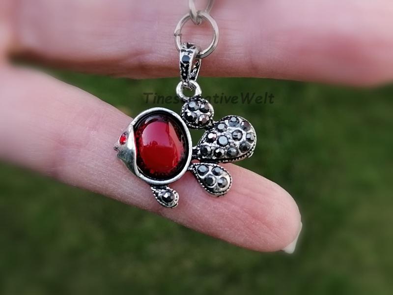 Kleinesbild - Personalisierbarer Schlüsselanhänger, Fisch mit Strass, roten Stein, Geschenkidee, Geschenk für Frauen, Geburtstag