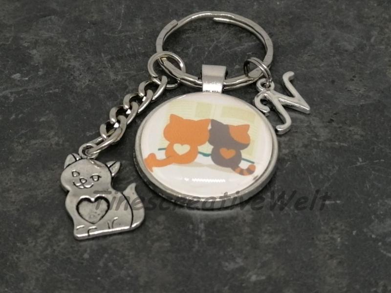 Kleinesbild - Personalisierbarer Schlüsselanhänger, 2 lesende Katzen, Geschenkidee