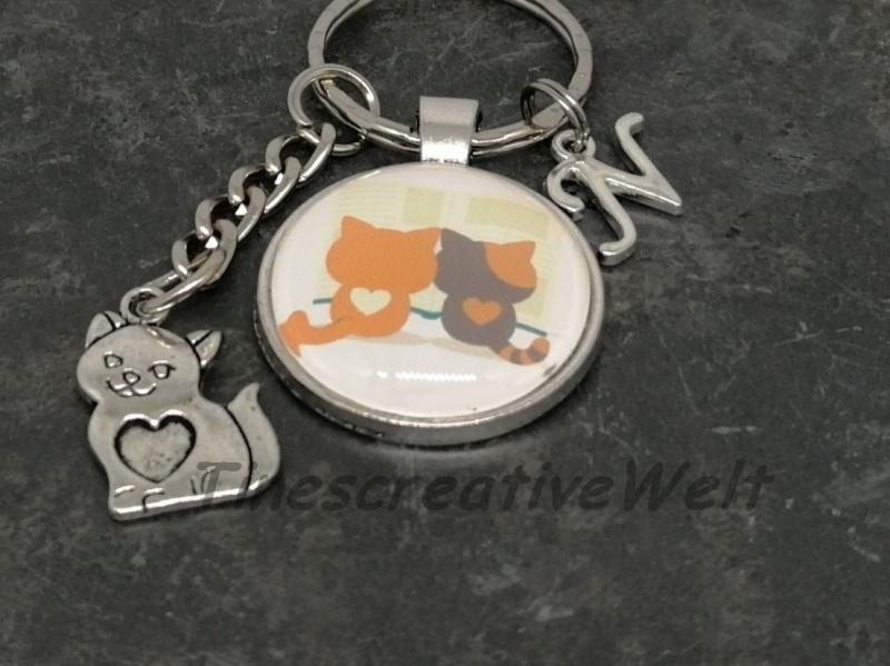 - Personalisierbarer Schlüsselanhänger, 2 lesende Katzen, Geschenkidee - Personalisierbarer Schlüsselanhänger, 2 lesende Katzen, Geschenkidee