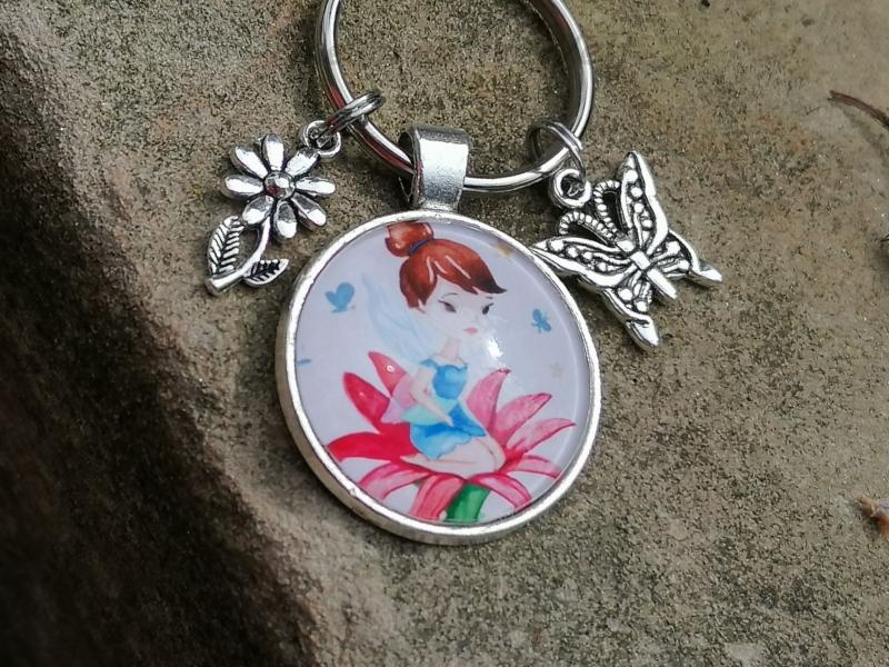Kleinesbild - Schlüsselanhänger, Elfe, Fee, Blume, Schmetterling, Glascabochon, Geschenk für Frauen