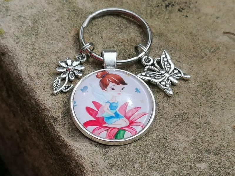 - Schlüsselanhänger, Elfe, Fee, Blume, Schmetterling, Glascabochon, Geschenk für Frauen - Schlüsselanhänger, Elfe, Fee, Blume, Schmetterling, Glascabochon, Geschenk für Frauen