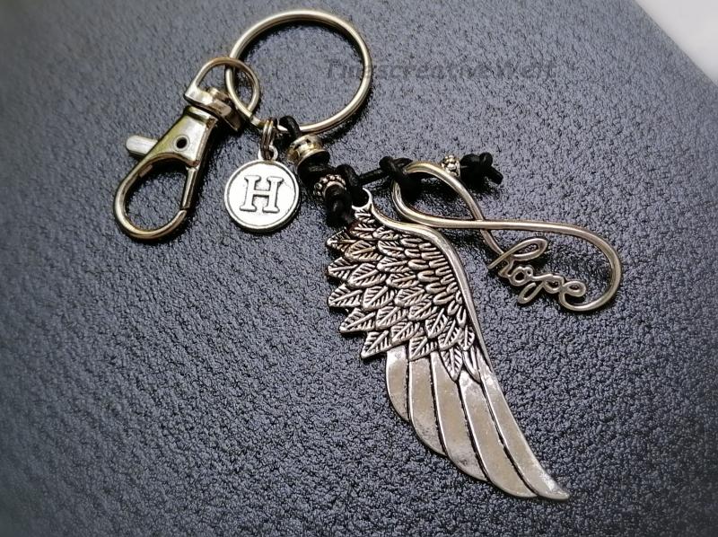 Kleinesbild - Personalisierbarer Schlüsselanhänger, Infinity, Hope, Engelsflügel, Leder, Taschenanhänger, Glücksbringer, Karabinerhaken, Geschenk Männer