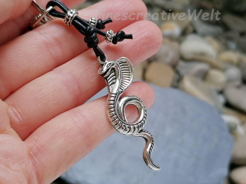 Kleinesbild - Schlüsselanhänger, Kobra, Schlange, Reptil, Echtleder, Karabinerhaken, Geschenk für Männer