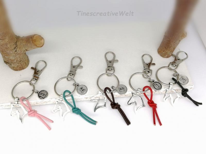 Kleinesbild - Personalisierbarer Schlüsselanhänger, Pferd, Leder, Glücksbringer, Geschenk, Rot, Türkis, Schwarz, Braun, Rosa