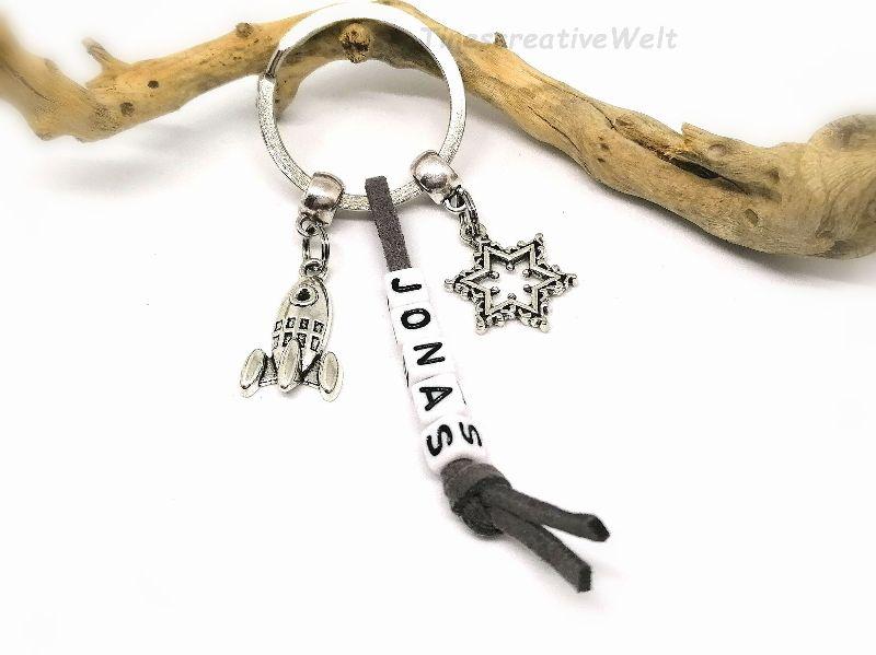 Kleinesbild - Personalisierter Schlüsselanhänger, Rakete, Planet, Weltall, Stern, Wort, Buchstaben, Geschenk, Mann, Junge, VERSCHIEDENE FARBEN