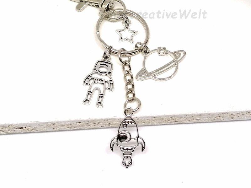 Kleinesbild - Schlüsselanhänger, Astronaut, Rakete, Saturn, Planet, Weltall, Stern, Karabinerhaken mit Wirbel, Geschenk, Mann, Junge