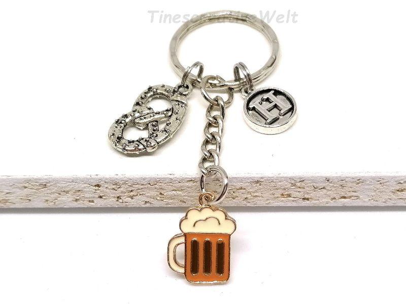 - Personalisierter Schlüsselanhänger, Brezel, Bierkrug, Emaille, Buchstaben, Geschenk Freund - Personalisierter Schlüsselanhänger, Brezel, Bierkrug, Emaille, Buchstaben, Geschenk Freund