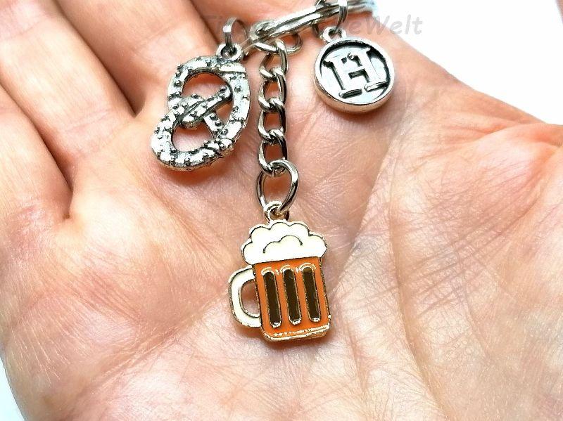Kleinesbild - Personalisierter Schlüsselanhänger, Brezel, Bierkrug, Emaille, Buchstaben, Geschenk Freund
