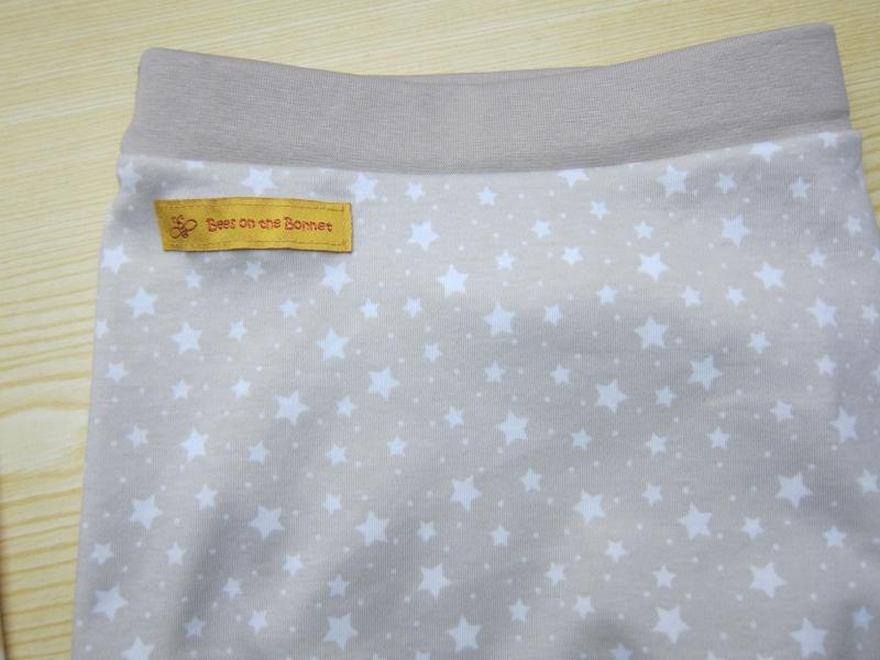 Kleinesbild - Baby  Sternen Hose in Beige, Petrol oder  Grau passendend zu T-shirts und Pullies im mein Geschäft Größe 62-68 Viele größen