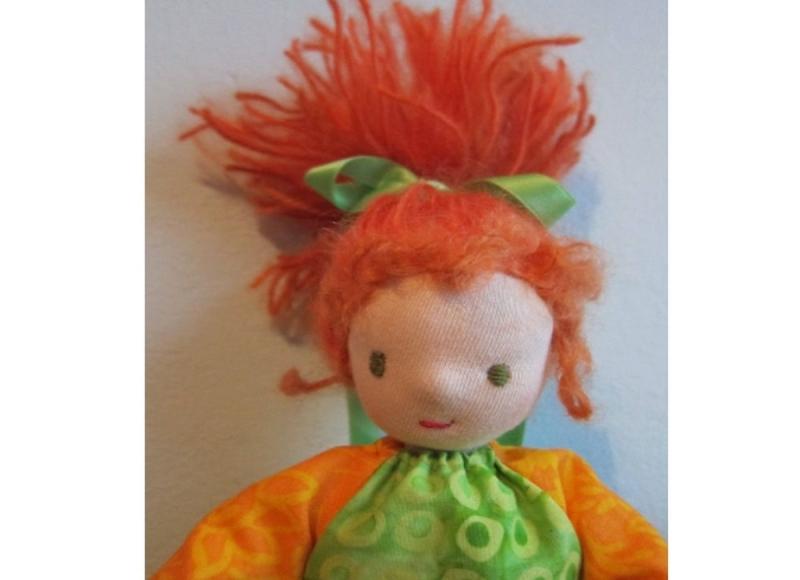 Kleinesbild - Pixie Puppe, Taschen Puppe, Erin Sammel Kollektion, Handgenähte Herbst Stoff Puppein Waldorf stil, (26 cm), Montessori oder Waldorfstil