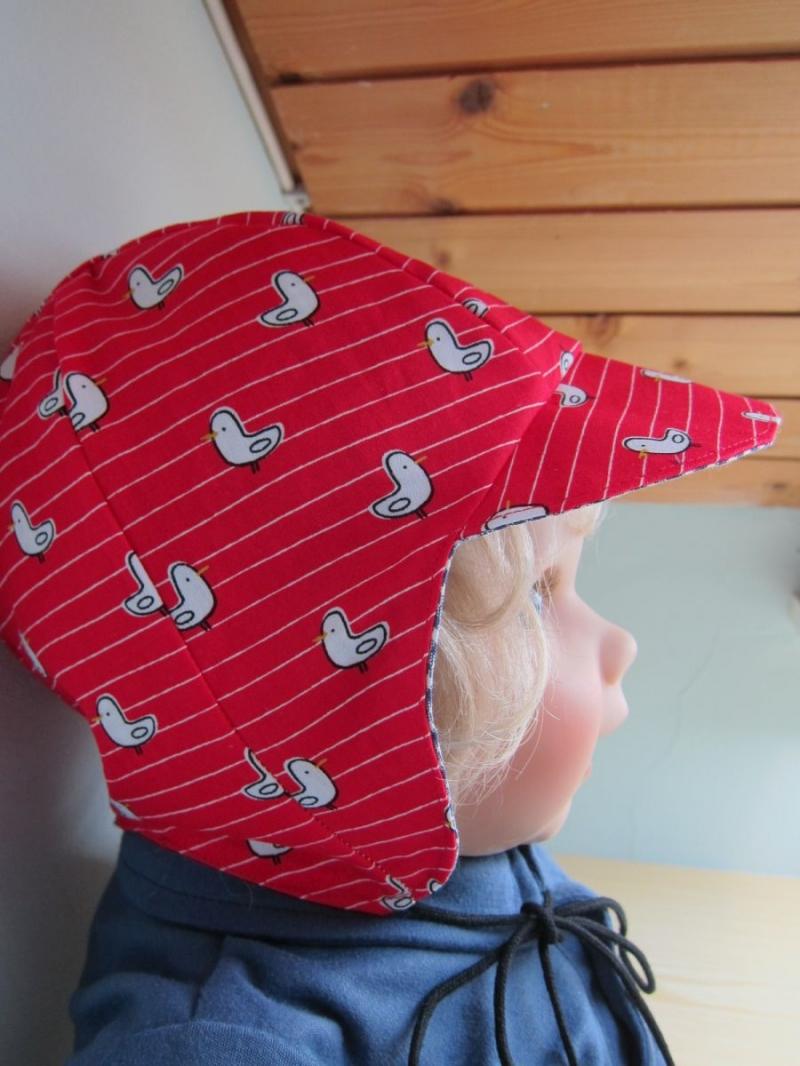 Kleinesbild - Wendbares Bee on the Bonnet roter Piloten Hut  mit Möwen oder blau Karo, Handgemacht und zu bestellen in verschiedene Größen