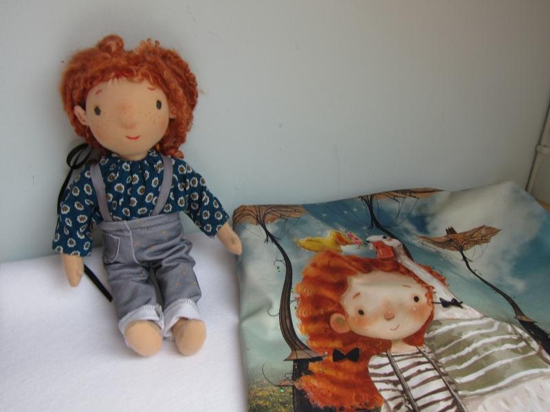 Kleinesbild - Handgenähte Stoff Puppe, Posy mit ihre Enten Freunde  Waldorf Stil, 31 cm echte Titzian rote Schafslocken