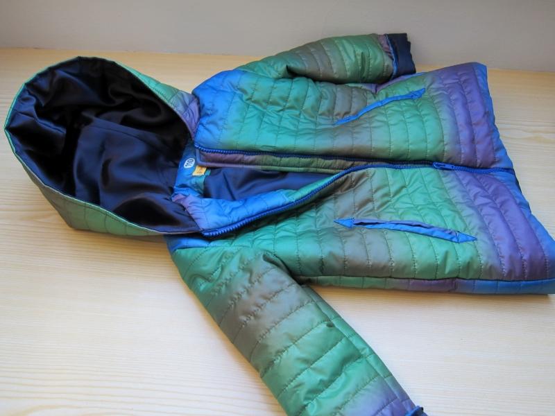 Kleinesbild - Kapuzen Winter Anorak in Regenbogen Farben, handmade Jacke mit Taschen, Mantel, Buben oder Mädchen, gr 110
