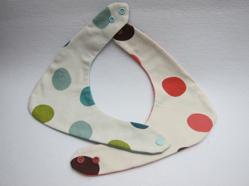 Kleinesbild - Wendbares  Dreiecks Halstuch Pünktchen oder Dots gut kombinierbare Halstücher  Bees on the Bonnet