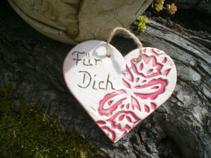 Kleinesbild - handgetöpferter Geschenkanhänger aus Keramik mit der Inschrift Für Dich
