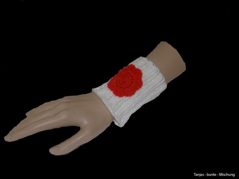 - Handgemachte weiße Pulswärmer aus Polyacryl mit Häkelblüte - Handgemachte weiße Pulswärmer aus Polyacryl mit Häkelblüte