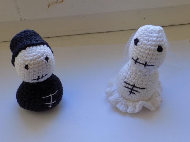 - Handgemachtes Brautpaar aus  Baumwolle in Schwarz und Weiß - Handgemachtes Brautpaar aus  Baumwolle in Schwarz und Weiß