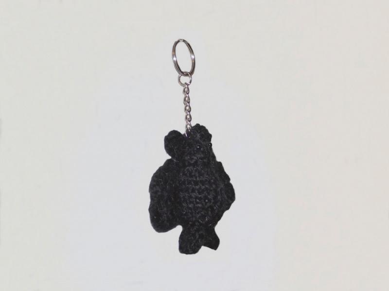 Kleinesbild - Handgemachte Fledermaus als Schlüsselanhänger aus Polyacryl in Schwarz