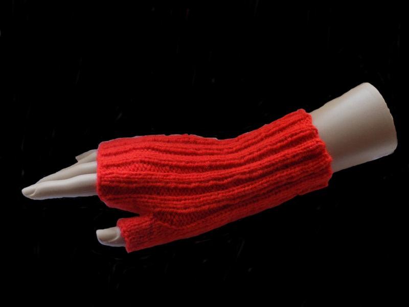 - Handgestrickte Armstulpen in Orange aus Polyacryl - Handgestrickte Armstulpen in Orange aus Polyacryl