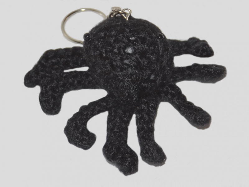 Kleinesbild - Handgehäkelte Spinne als Schlüsselanhänger in Schwarz