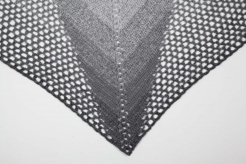 Kleinesbild - XL Dreieckstuch gehäkeltes Schultertuch, Tuch, Stola luftig leicht anthrazit