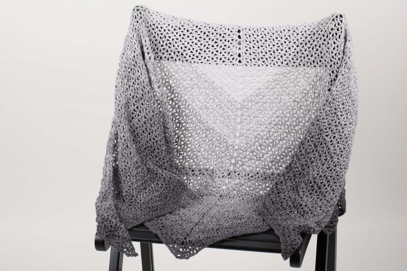 Kleinesbild - XL Dreieckstuch gehäkelt Schultertuch, Tuch, Stola luftig leicht